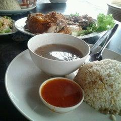 Photo taken at Restoran Nasi Ayam Gemas Mustafah by Norazuan S. on 3/5/2012