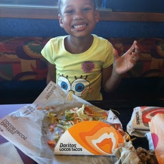 Photo taken at Taco Bell by Mimi M. on 7/25/2012