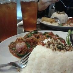 Photo taken at Q Thai Restaurant by Nozie A. on 4/28/2012