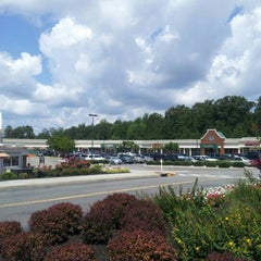 Photo taken at Williamsburg Premium Outlets by Louai N. on 7/31/2012
