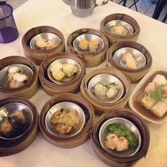 Photo taken at โชคดีติ่มซำ (Chokdee Dimsum) by Aik S. on 6/5/2012