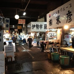 Photo taken at 築地市場 (Tsukiji Fish Market) by kozo i. on 4/3/2012