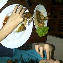 Photo taken at Begor (Bebek Goreng) Surabaya by meby P. on 2/5/2012