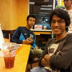 Photo taken at Dunkin Donuts by A Farid Luqman Z. on 8/16/2012