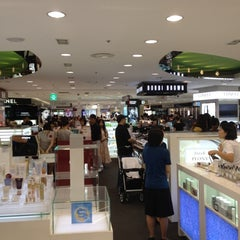 Photo taken at 롯데백화점 (LOTTE Department Store) by テケ on 9/2/2012