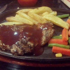 Photo taken at Favorite Steak Malioboro by Stella T. on 8/21/2012