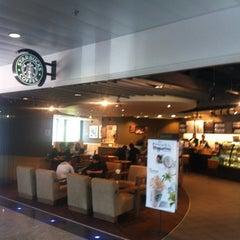 Das Foto wurde bei Starbucks von Christian P. am 5/18/2012 aufgenommen