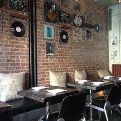 Photo taken at Turntable Chicken Jazz by Roman G. on 7/6/2012