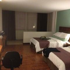 Foto tomada en Hotel Balmoral por Francisco Felipe B. el 6/22/2012