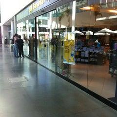 Photo taken at Livraria Saraiva by Éderson P. on 8/22/2012
