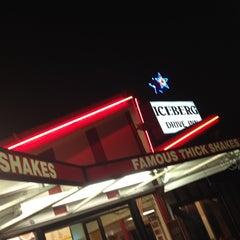 Photo taken at Iceberg Drive Inn by Brad J. on 7/31/2012