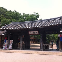 Photo taken at 한국민속촌 (Korean Folk Village) by kwon w. on 5/31/2012