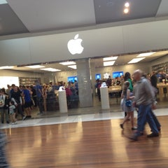 Photo taken at Apple Store, Chermside by In-Dong P. on 6/3/2012