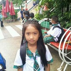 Photo taken at โรงเรียนพร้อมพรรณวิทยา by กรศศิร์ ค. on 5/17/2012