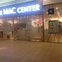 Photo taken at Power Mac Center by Onchie B. on 8/25/2012