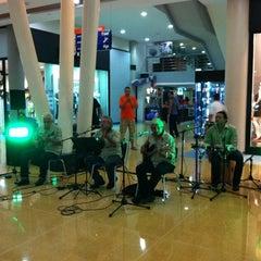 Photo taken at La Vela Centro Comercial by Mokabistropty P. on 7/6/2012