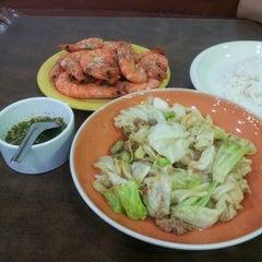 Photo taken at Mabuba Halal Food by Duranai P. on 6/19/2012