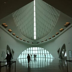 Photo taken at Milwaukee Art Museum by Anna M. on 8/9/2012