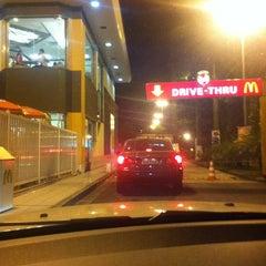 Photo taken at McDonald's by Fabrício P. on 3/8/2012
