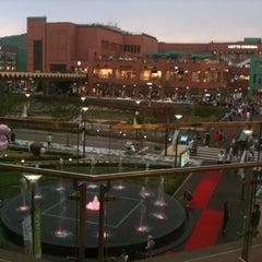 Photo taken at 롯데프리미엄아울렛 (LOTTE Premium Outlets) by Jaewon Hwang 황. on 5/27/2012