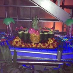 Foto tomada en Asha Bar por Gina V. el 7/13/2012