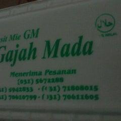 Photo taken at Pangsit Mie Gajah mada by Huda S. on 8/30/2012