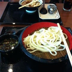 Photo taken at Marugame Seimen (มารุกาเมะ เซเมง) 丸亀製麺 by Beau L. on 7/20/2012