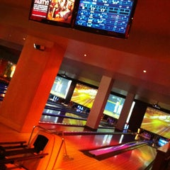 Photo taken at Lucky Strike Phoenix by Rueben S. on 4/15/2012