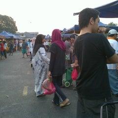 Photo taken at Pasar Malam Taman Andalas by Nurul Faraha R. on 8/17/2012