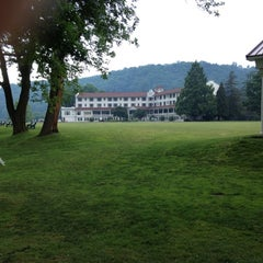 Photo taken at The Shawnee Inn and Golf Resort by Andrew B. on 7/1/2012