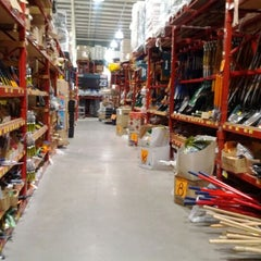 Photo taken at Bunnings Warehouse by Aram D. on 2/16/2012