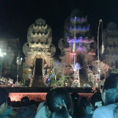 Photo taken at Panggung Terbuka Balai Budaya Gianyar by Surryanttinii Q. on 4/22/2012