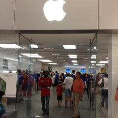 Photo taken at Apple Store, Mall of America by Joe H. on 6/30/2012