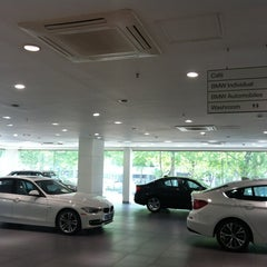Photo taken at BMW 코오롱모터스 삼성전시장 by Lee Myung-ji on 5/22/2012