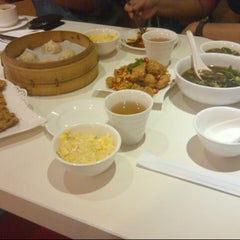 Photo taken at Din Tai Fung by Vidella T. on 8/7/2012