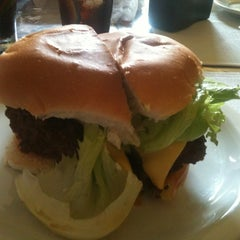 Photo taken at Mix Burguer Hamburgueria by Inacio A. on 4/13/2012