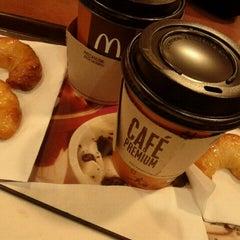 Photo taken at McDonald's by Carla Yaemi F. on 7/5/2012