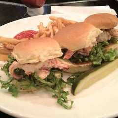 Photo taken at Uno Pizzeria & Grill - Boston by Amir G. on 6/27/2012