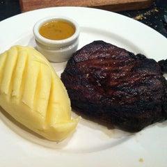 Photo taken at Kingsleys Steak & Crabhouse by Senem G. on 4/23/2012
