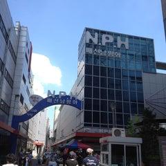 Photo taken at 서울패션창작스튜디오 (SFCS) by yk c. on 8/4/2012
