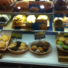 Photo taken at Bagelheads by Andy W. on 3/28/2012