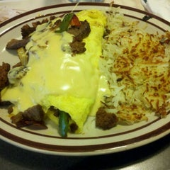 Photo taken at Denny's by Tore T. on 4/15/2012