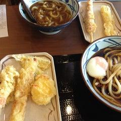 Photo taken at Marugame Seimen (มารุกาเมะ เซเมง) 丸亀製麺 by ศิวพันธุ์ ศ. on 7/1/2012