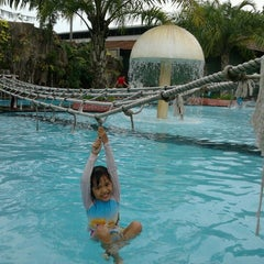 Photo taken at Splash Waterpark by Adelina P. on 8/24/2012