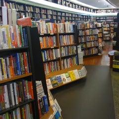 Photo taken at Books Kinokuniya (คิโนะคูนิยะ) 紀伊國屋書店 by Marcel C. on 4/3/2012