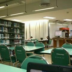 Photo taken at สำนักหอสมุด (Library) by เวทชัย ท. on 2/4/2012