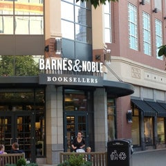 Photo taken at Barnes & Noble by Steven A. on 7/30/2012