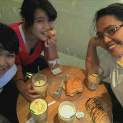 Photo taken at Starbucks by Frida S. on 2/25/2012