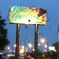Photo taken at Olive Garden by Shan 🌺 T. on 7/29/2012