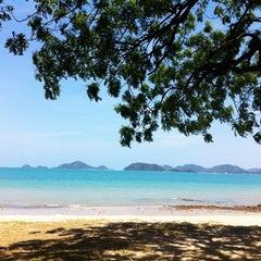 Photo taken at หาดเตยงาม (Teay Ngam Beach) by Joyชิวๆ on 5/7/2012